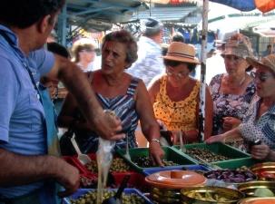 Tel Aviv - Chosing Pickles