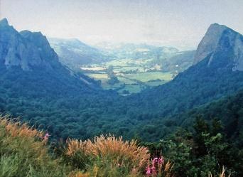 8 Auvergne Valley View