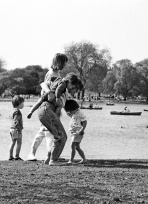 Regent's Park - Mum and Kids by Lake 1